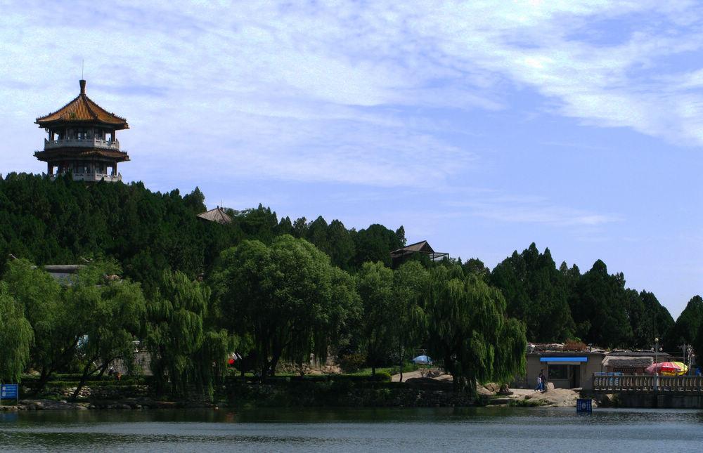 招虎山是典型的山岳型自然风景区(2)