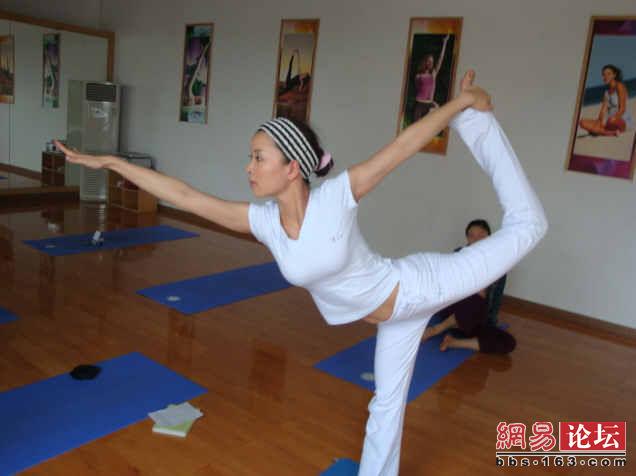 各种雷人的瑜伽动作,请勿模仿!