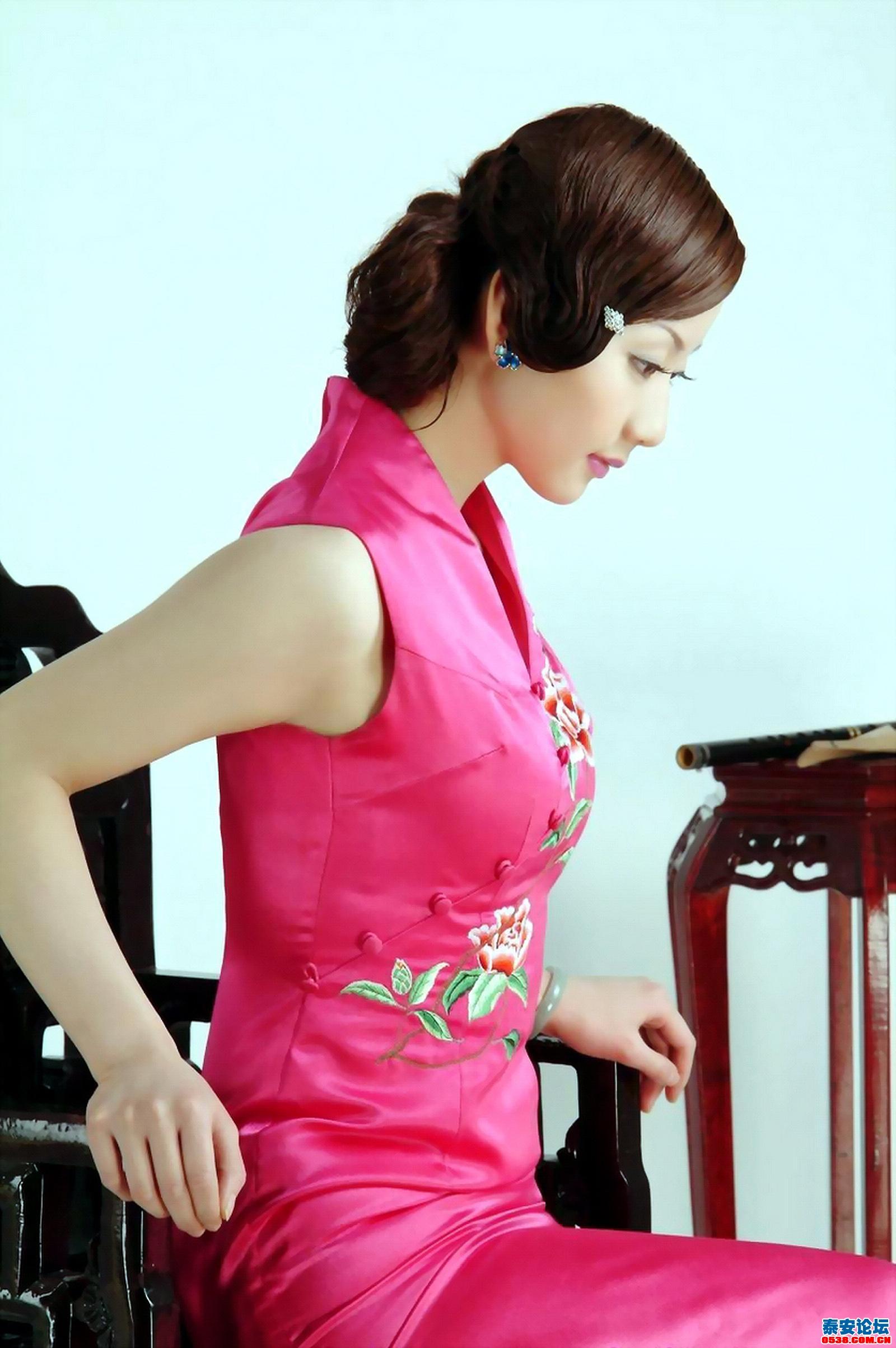 手绘旗袍美女古筝