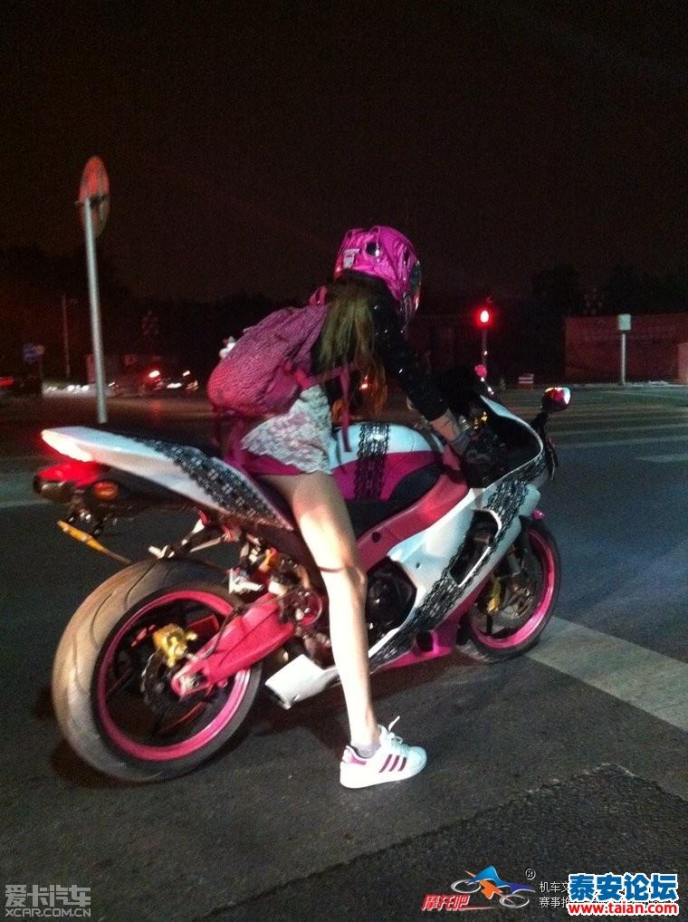 北京惊现长腿美女骑川崎
