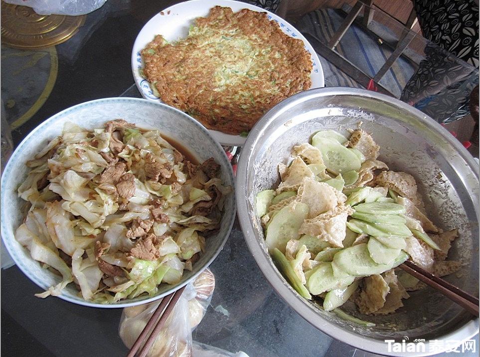 午餐:圆白菜炒肉,黄瓜皮肚,辣椒虾皮鸡蛋