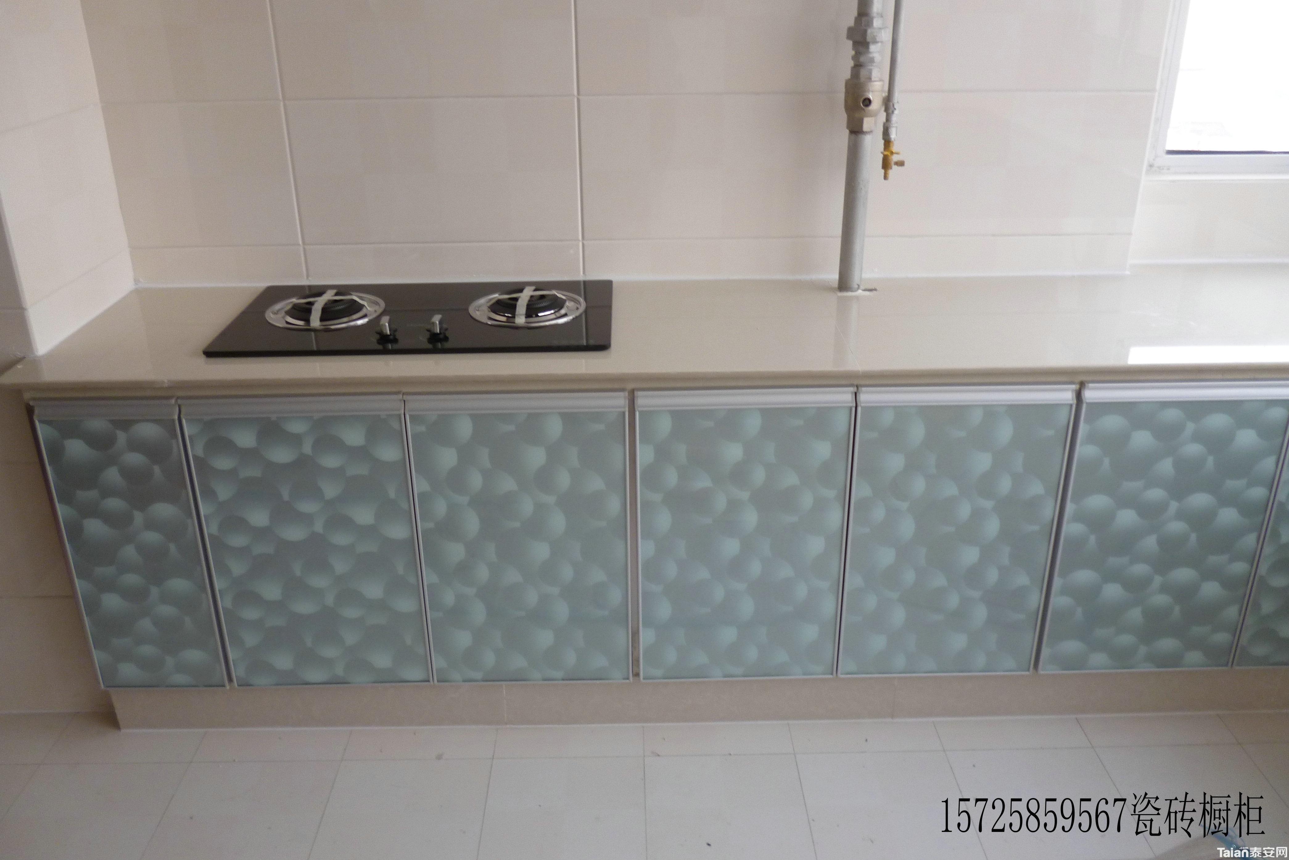 瓷砖灶台橱柜成为家庭厨房装修的新亮点 目前的瓷砖灶台橱柜从