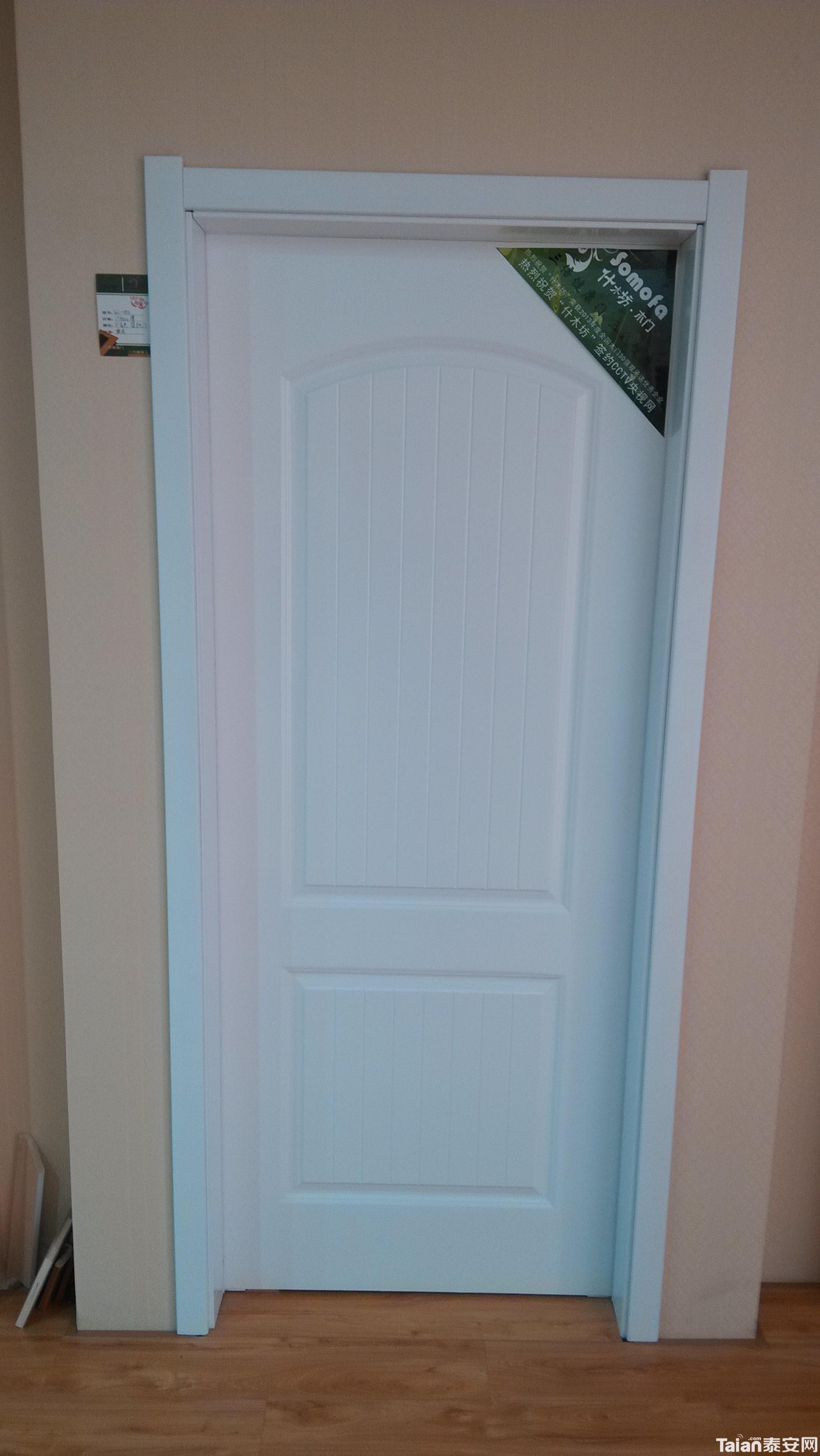 白色实木复合烤漆门