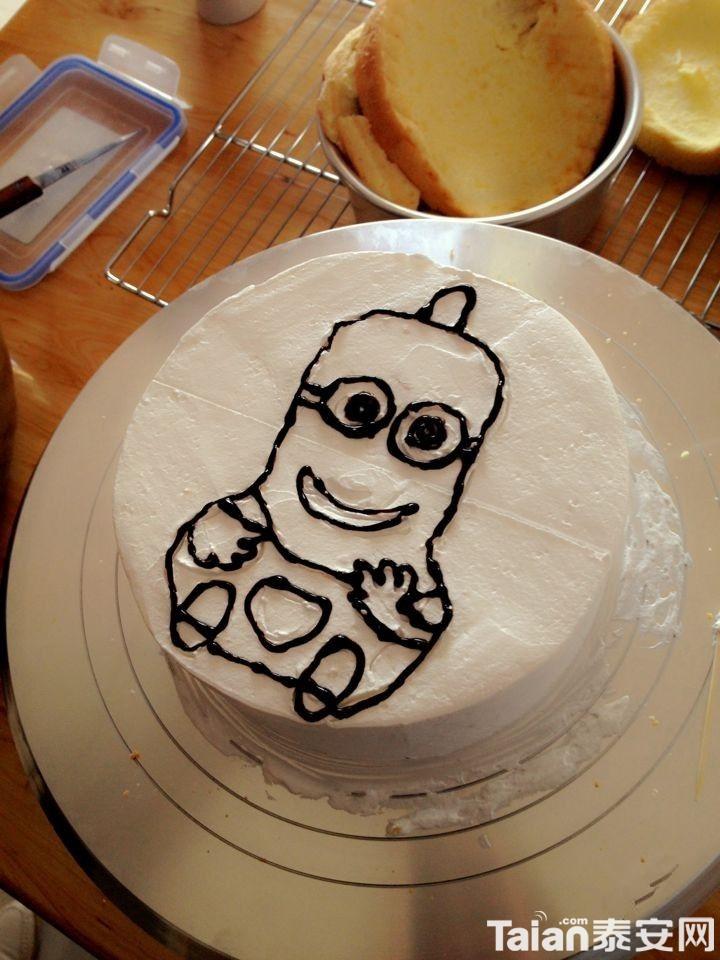 亲手做的小黄人蛋糕~不会画画的我居然被称赞了!