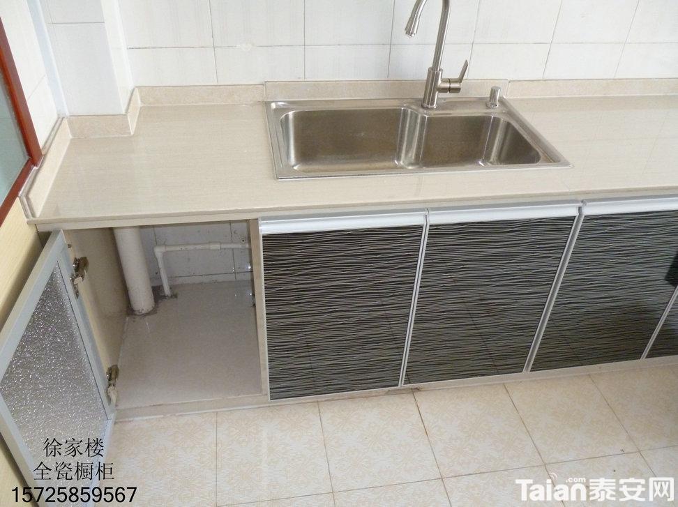 瓷砖橱柜灶台,柜体的主要结构部分是用瓷砖做成的