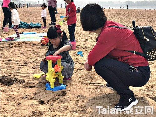 沙滩玩耍.jpg