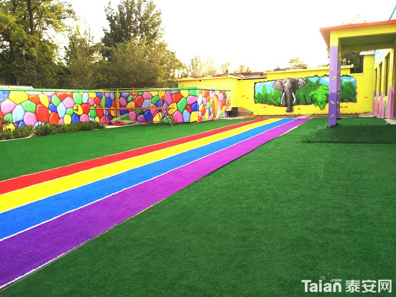 草坪幼儿园.jpg