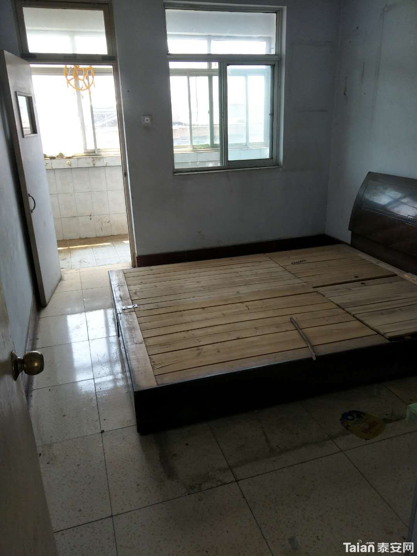 主卧室大床