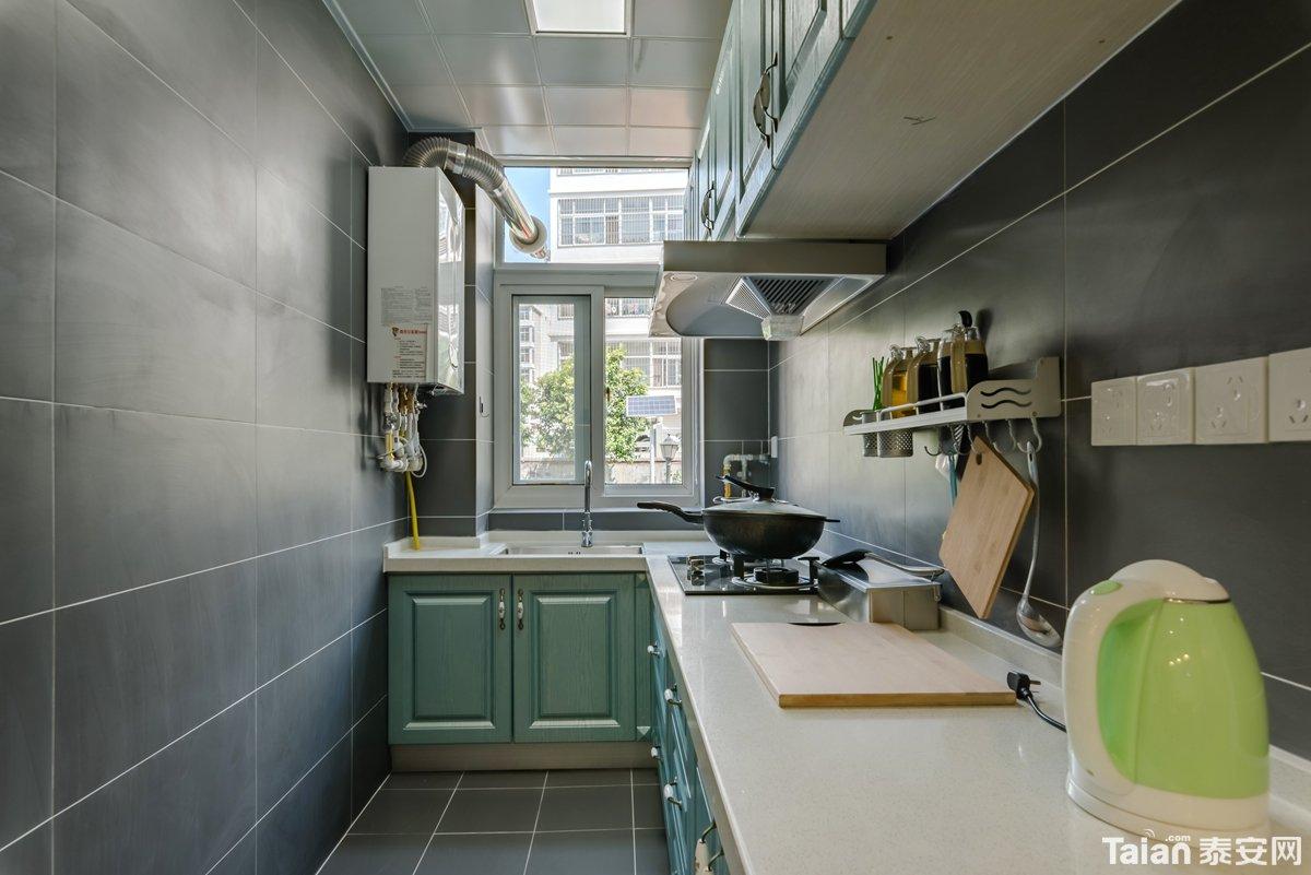 20厨房全景.jpg