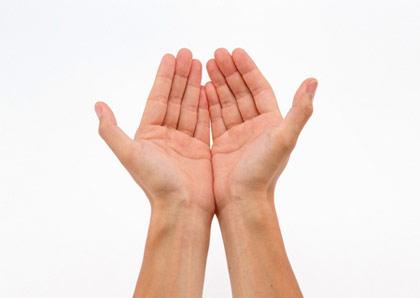 手掌颜色红艳点为贵,反之,掌色如灰般黄者,多为忧郁贫寒 -手指形图片