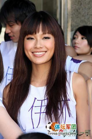 台湾众模特组建美女篮球啦啦队