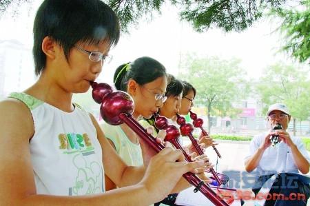 葫芦丝教学搬进公园