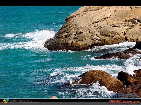 对面就是著名的崂山风景区,中国沿海最高的山峰崂山和仰口海水浴场!